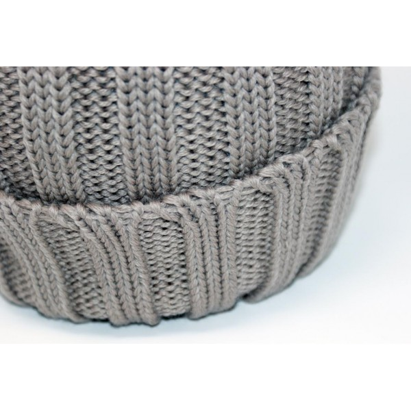 Hat realized in 100% merino whool...
